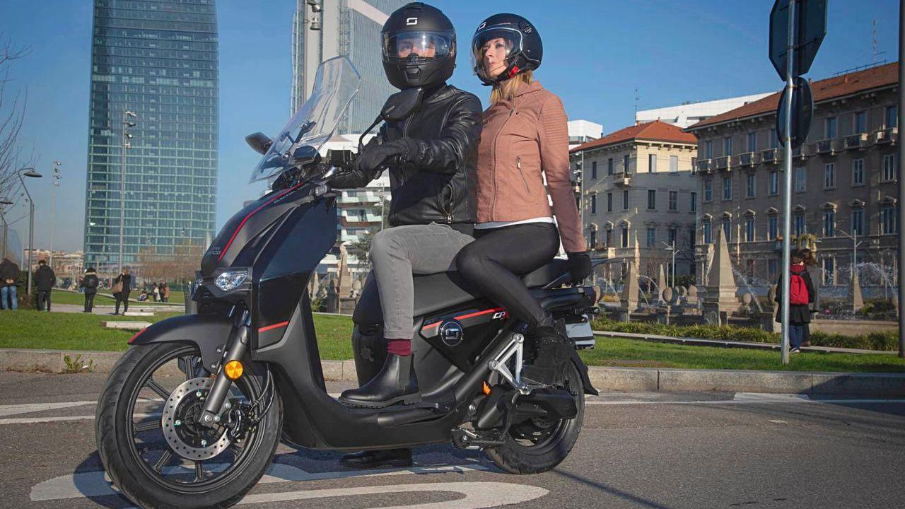 Super Soco CPx: lo scooter elettrico con 140 km di autonomia arriva in Italia