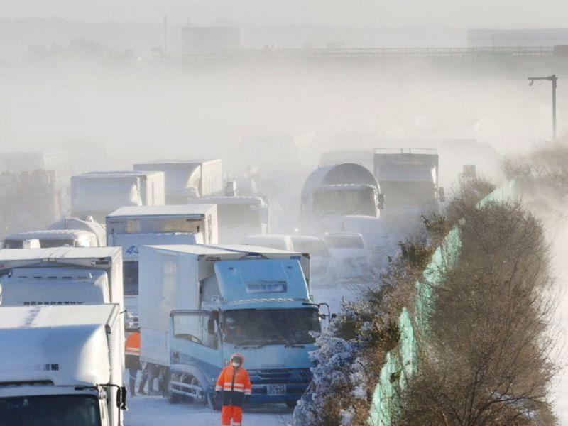 Tempesta di neve in Giappone: 134 veicoli ammassati un morto e tanti feriti