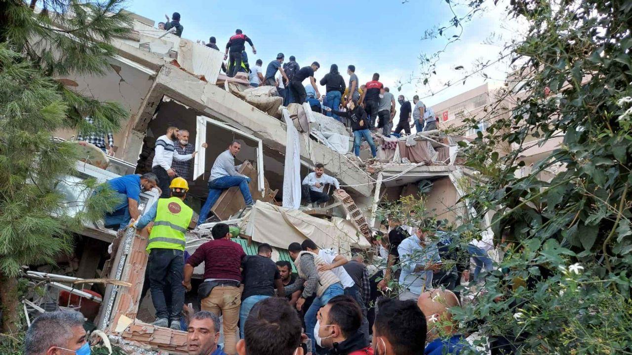 Terremoto di magnitudo 7 nell'Egeo: colpite Grecia e Turchia, terrore a Smirne