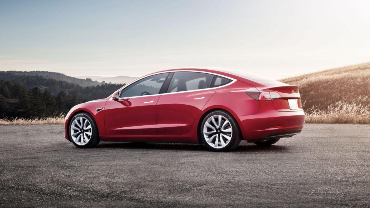Tesla cancella ancora una volta la Tesla Model 3 economica