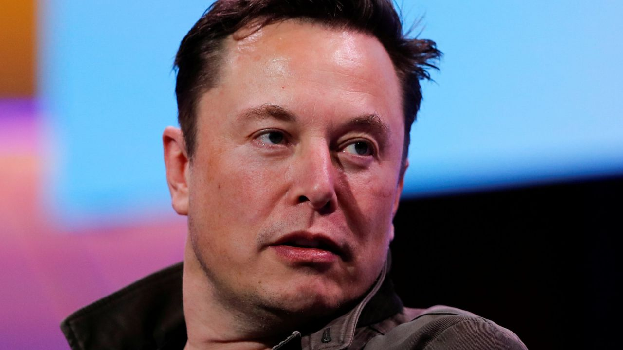 Tesla, Elon Musk pronto a riaprire la Gigafactory di New York: produrrà ventilatori