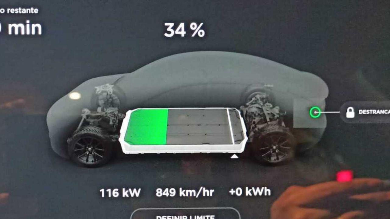Tesla sta limitando il Supercharger a 120 kW in Europa: colpa del caldo?
