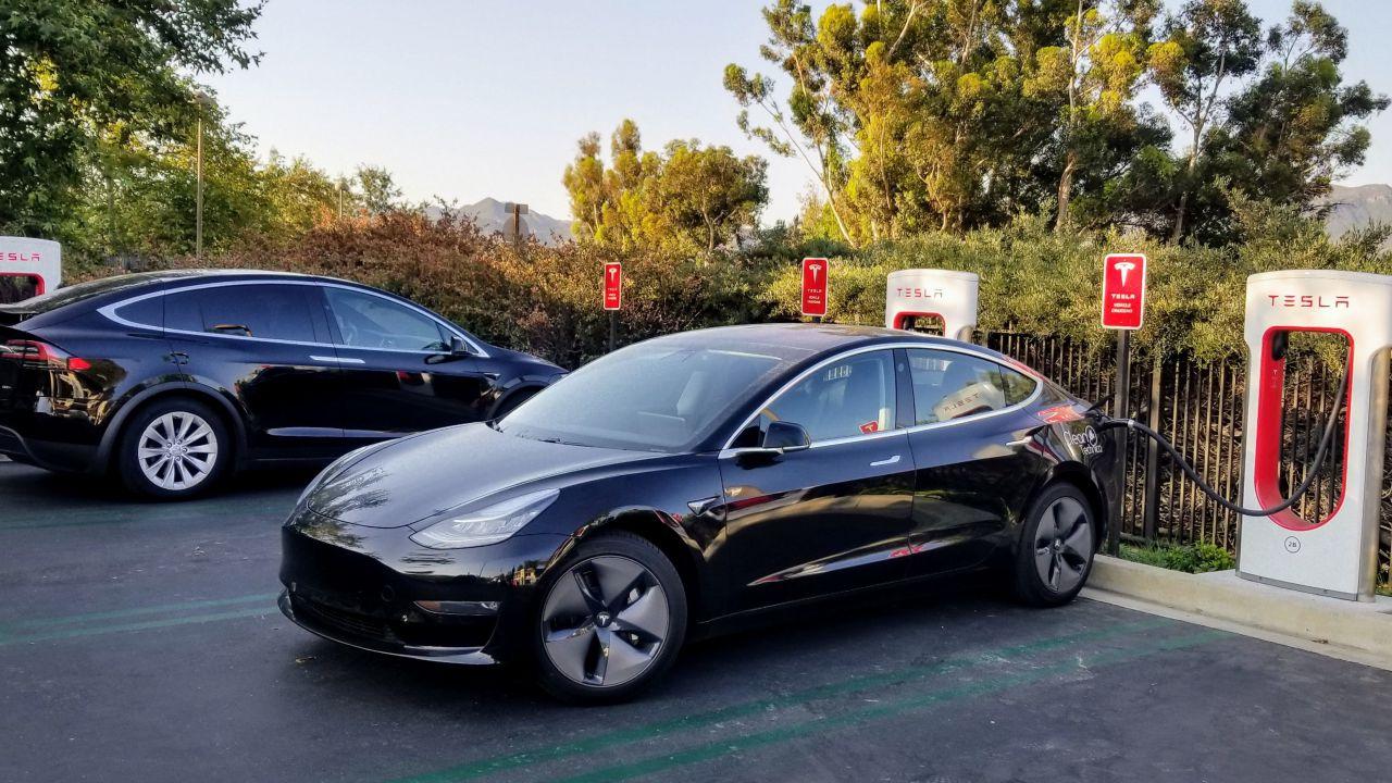 Tesla Model 3 considerata ecologica quanto un veicolo diesel, scatta la polemica