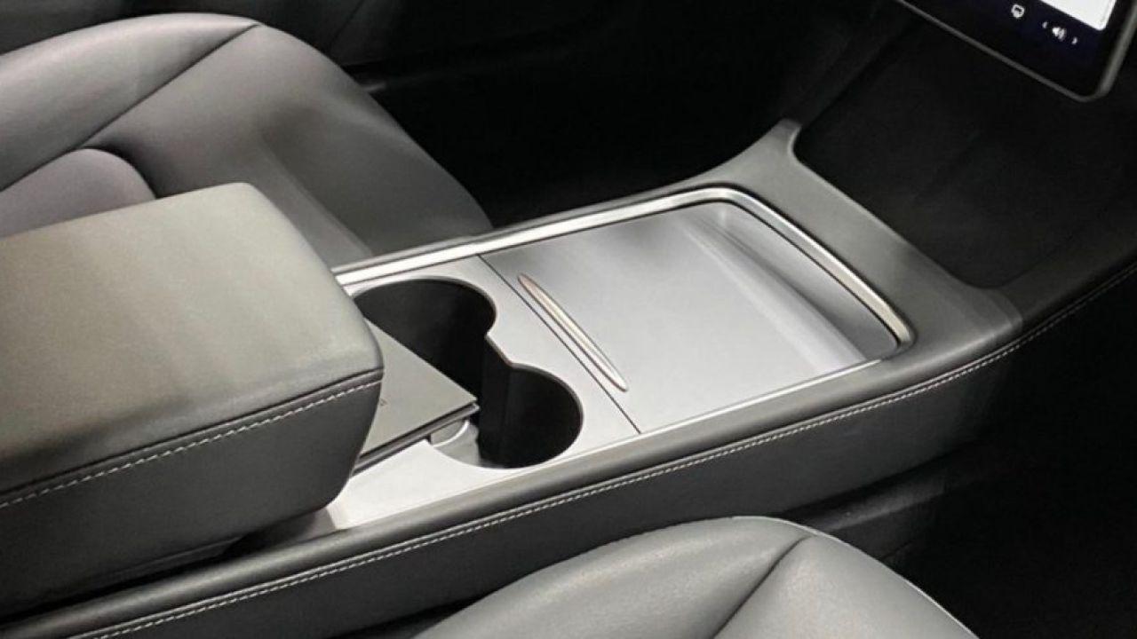 Tesla Model 3: ecco gli interni dopo l'aggiornamento