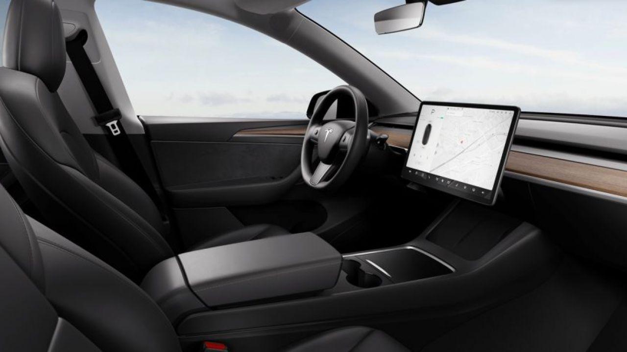 Tesla Model Y: ecco i nuovi interni del crossover elettrico