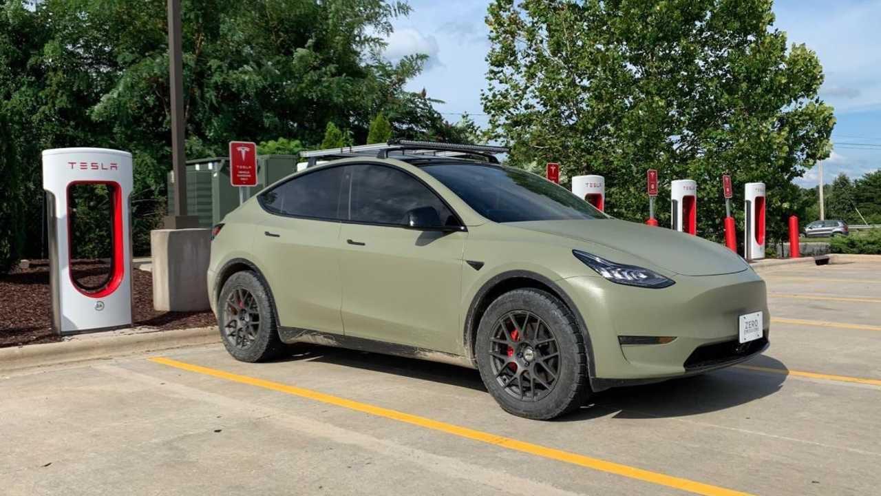 Tesla Model Y con pneumatici giganti: ecco le differenze pratiche