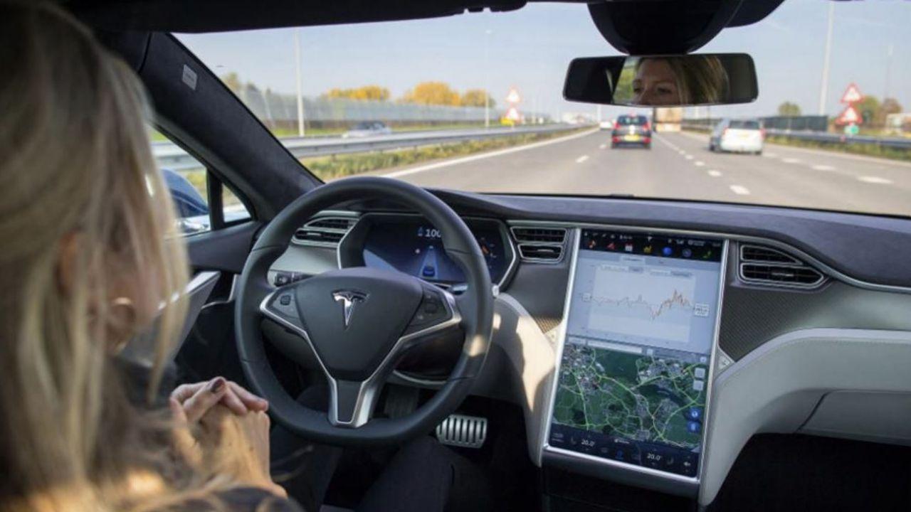 Tesla pensa alla possibilità di sbloccare il Full Self Driving in abbonamento?