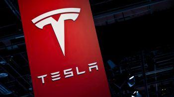 Tesla: percorsi 100 milioni di miglia con il pilota automatico attivo