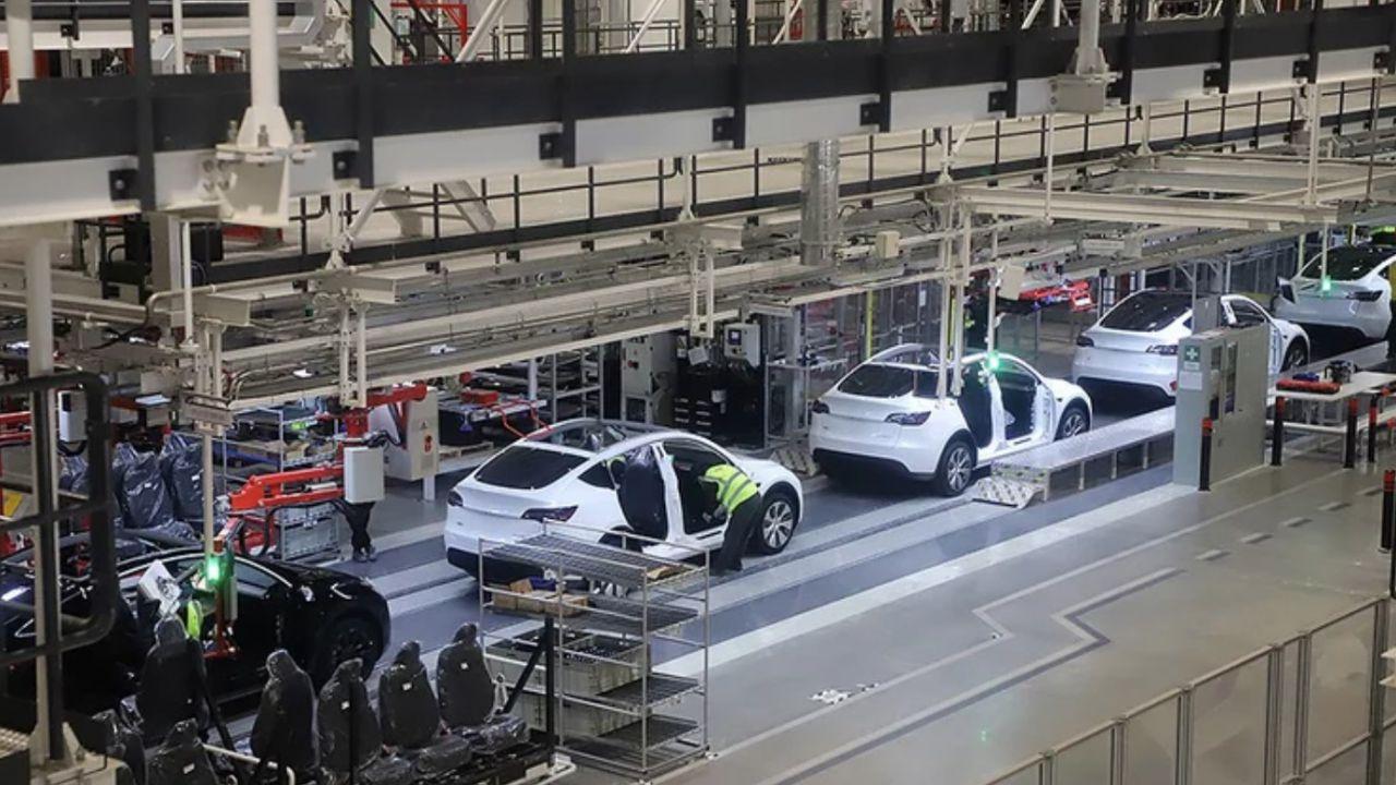 Tesla: a Shanghai si produce una Model Y ogni due minuti