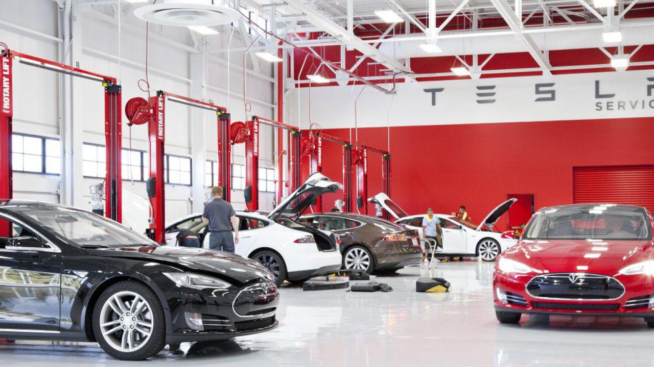 Tesla: novità in arrivo il 17 ottobre