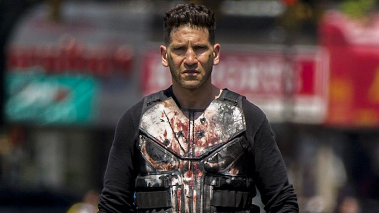 The Punisher: una coppia taglia la strada a Jon Bernthal, ecco come ha reagito