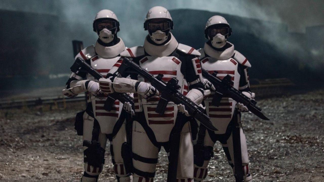 The Walking Dead 10, chi sono quei soldati in Armatura Bianca? Parla la showrunner