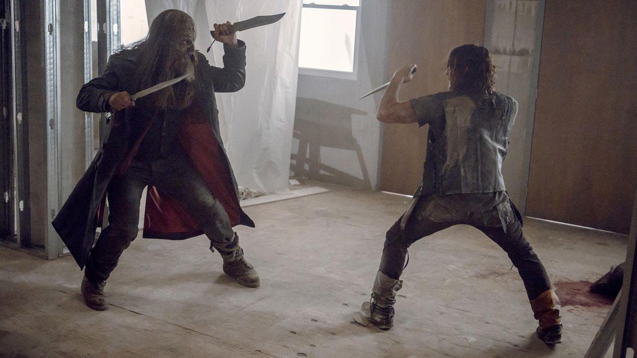 The Walking Dead 10: è Daryl vs Beta nelle foto dell'episodio finale in arrivo a ottobre