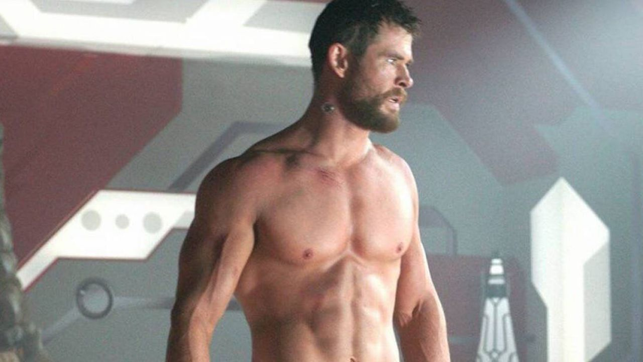 Thor Love and Thunder, Chris Hemsworth sfodera i muscoli durante l'allenamento per il film