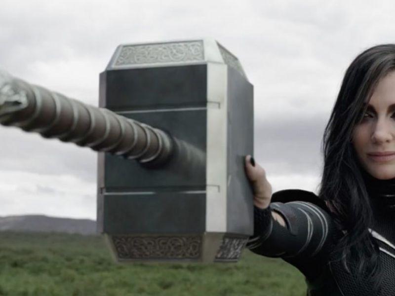 Thor: Love and Thunder, la Hela della McCarthy distrugge di nuovo il Mjolnir: il video