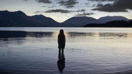 Top of the Lake: la serie confermata con la seconda stagione, nel cast ancora Elisabeth Moss