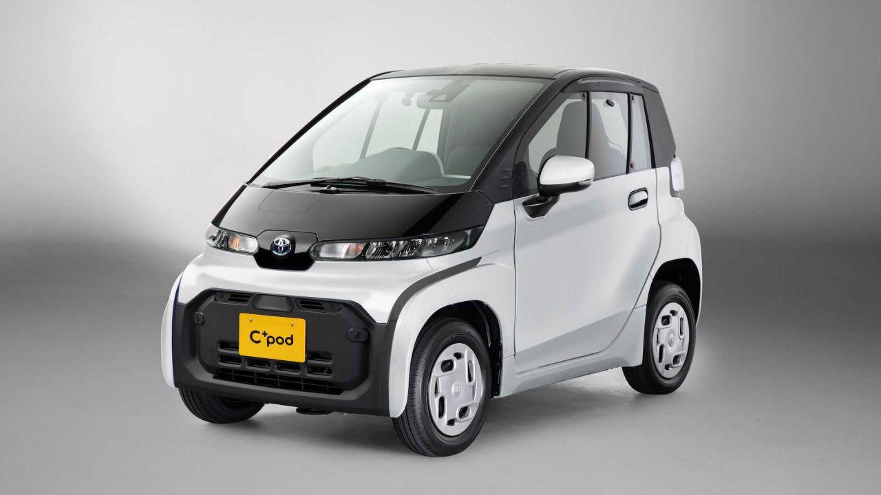 Toyota ha lanciato una minuscola auto elettrica fatta di plastica