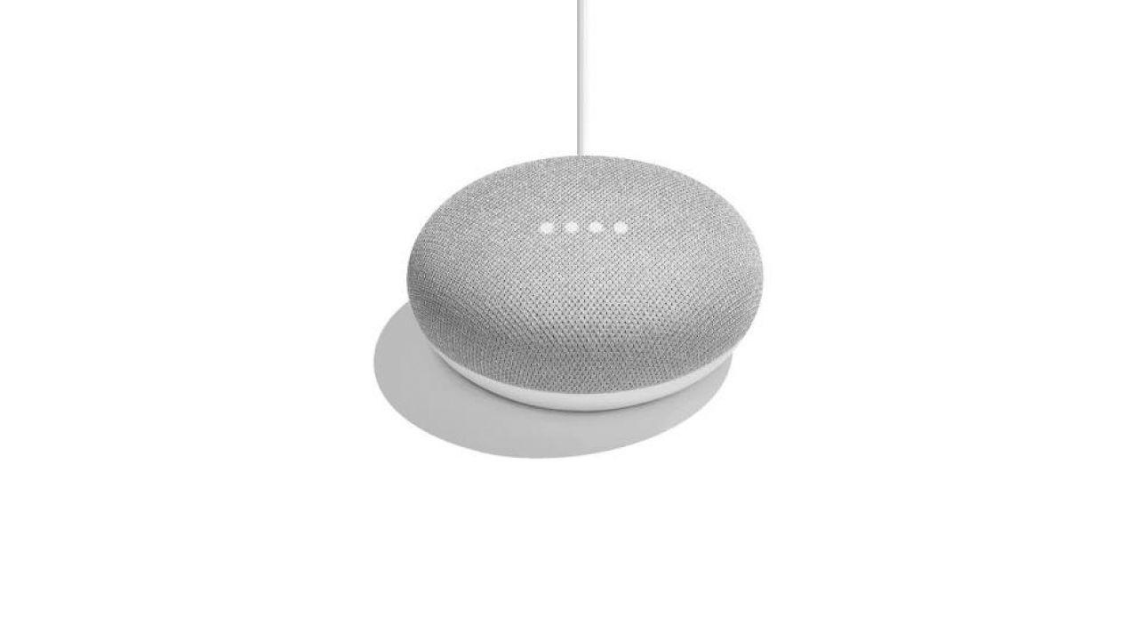 Trapelano in rete alcune immagini del Google Home Mini