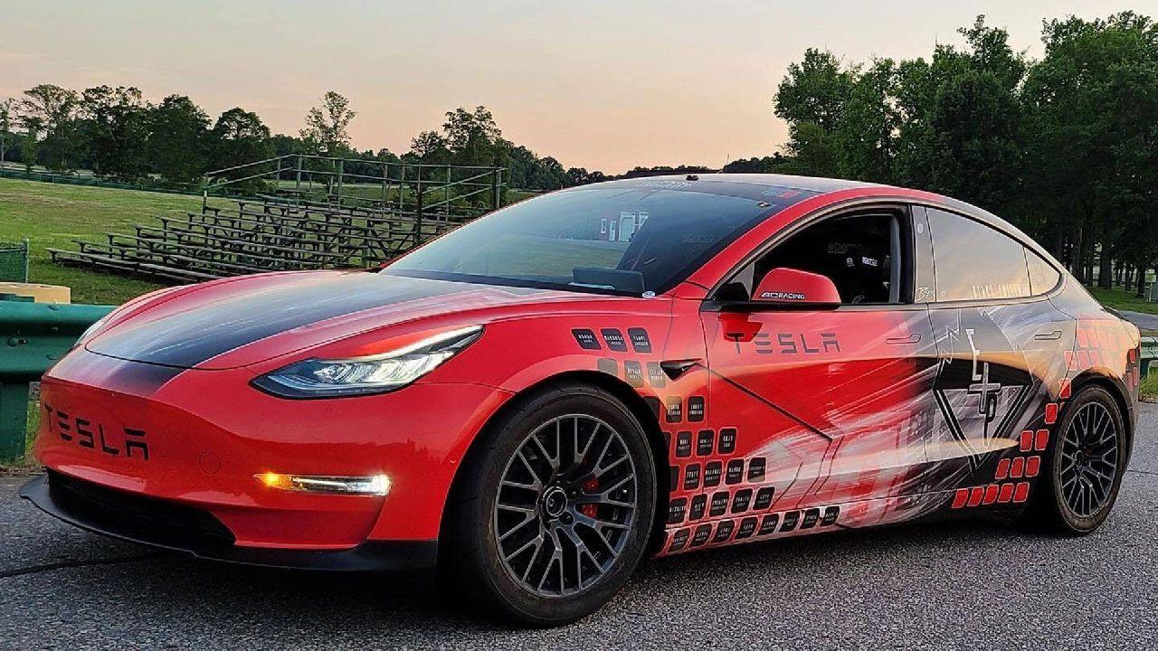 Tre Tesla Model 3 da gara sfideranno il monte Pikes Peak ad agosto