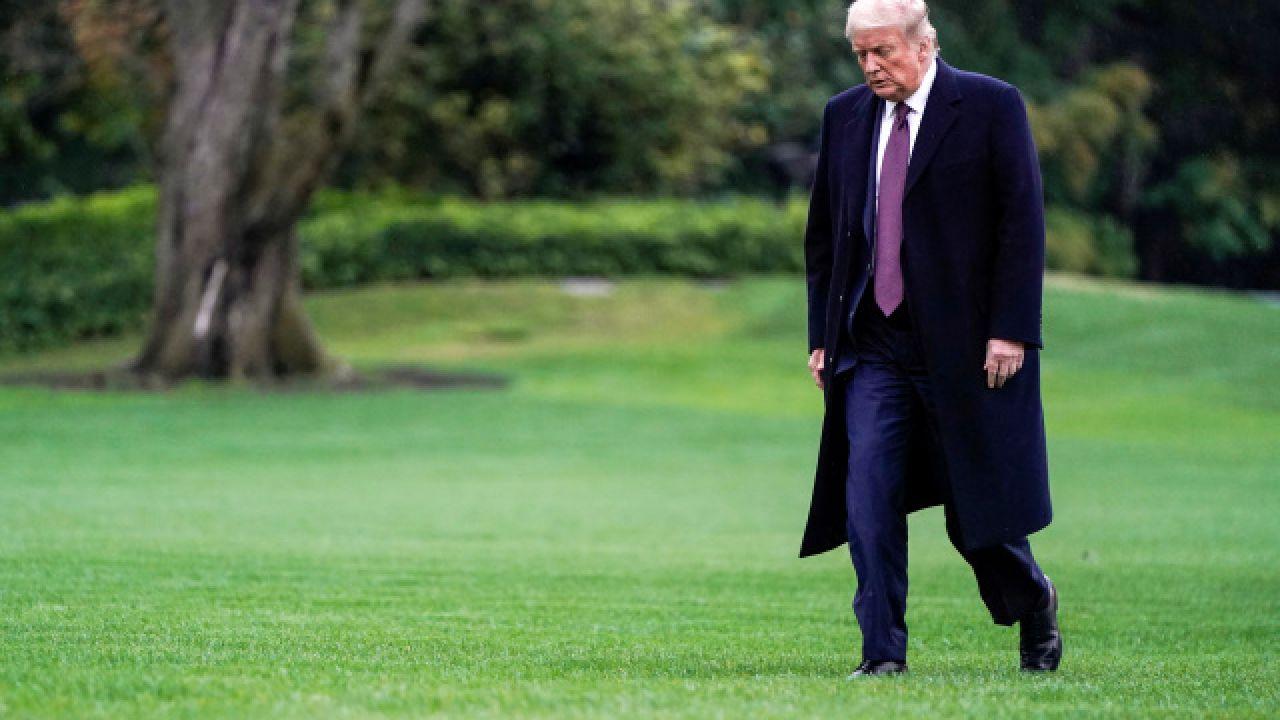 Twitter e Facebook oscurano un post di Donald Trump nella notte delle Elezioni Americane