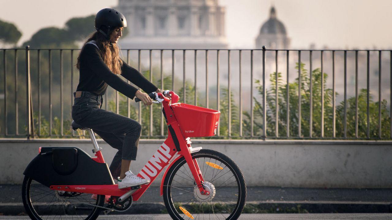 Uber devastata dal COVID-19: si riparte con le biciclette elettriche