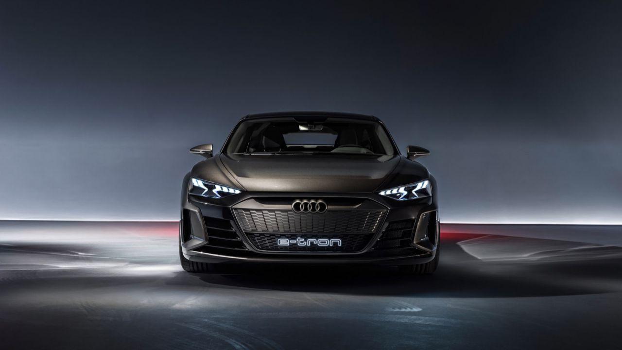 Ufficiale l'Audi e-tron GT, 590 CV di potenza elettrica con ricarica wireless