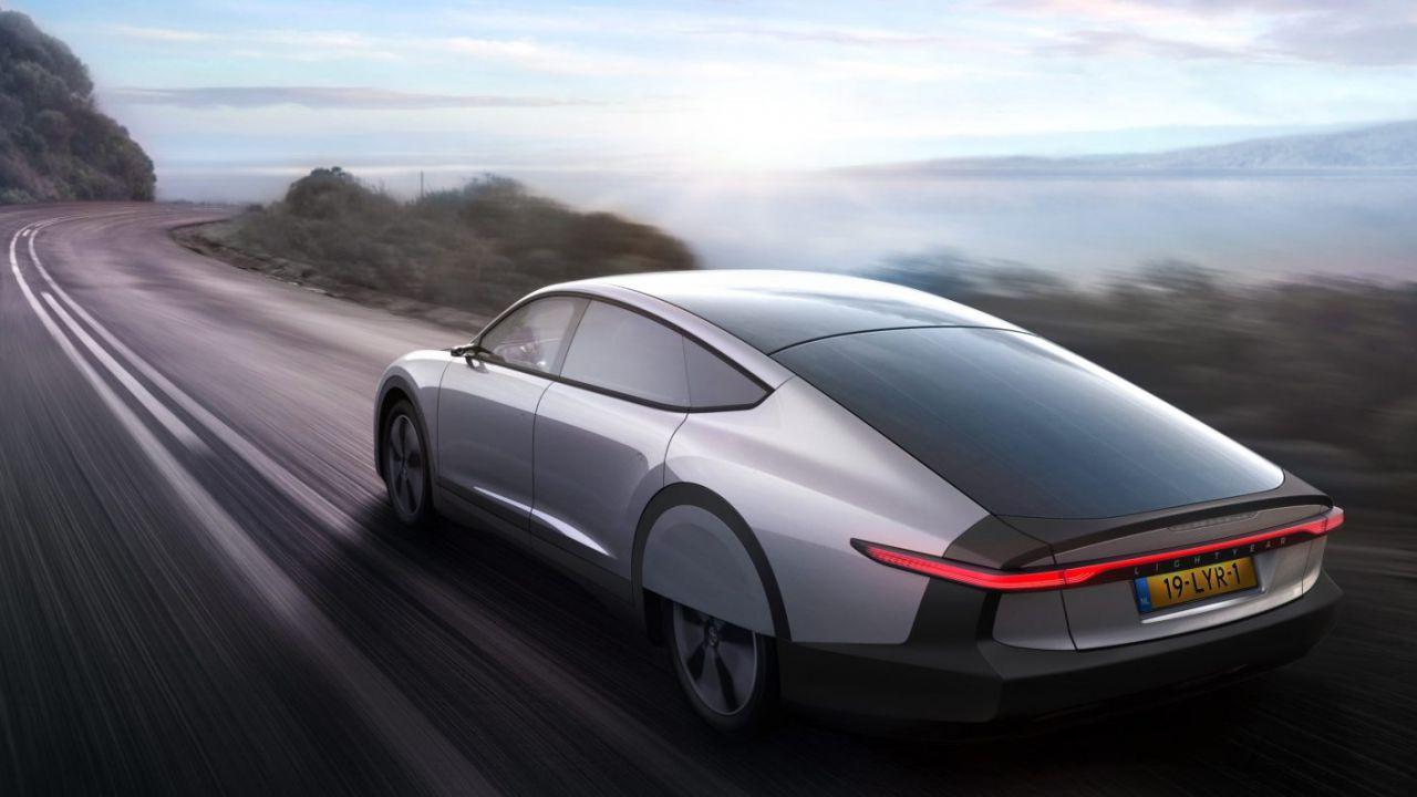 Ufficiale la Lightyear One, l'auto a energia solare con 725 km di autonomia