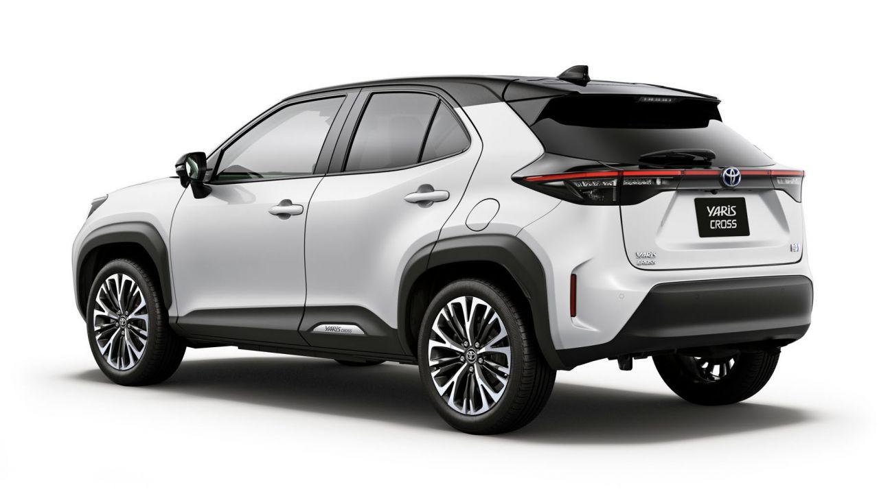 Ufficiale la nuova Toyota Yaris Cross, anche ibrida a trazione integrale elettrica