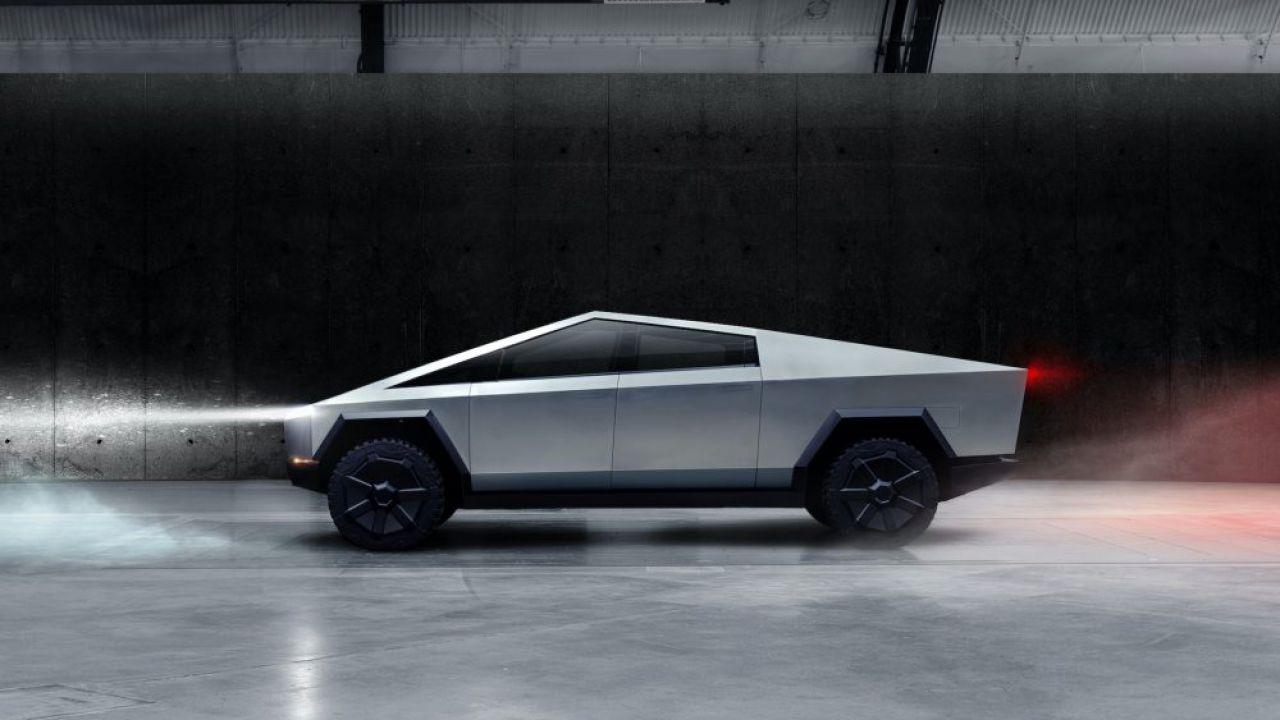 Ufficiale: ecco il Tesla Cybertruck, il pick-up in acciaio di Elon Musk