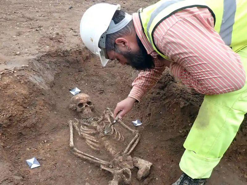 Un cimitero medievale è stato riesumato sotto Cambridge...ma è 'la scoperta del secolo'?