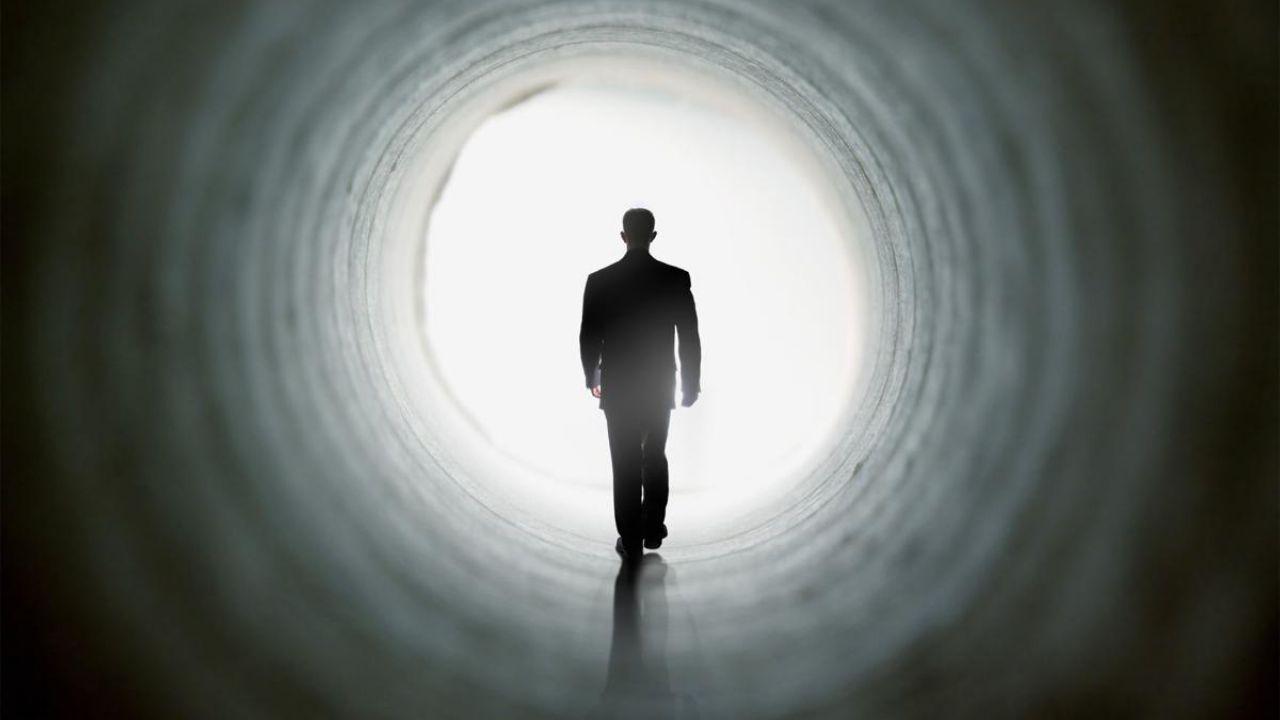 Un miliardario offre un milione di dollari a chiunque porti delle prove solide sull'aldilà