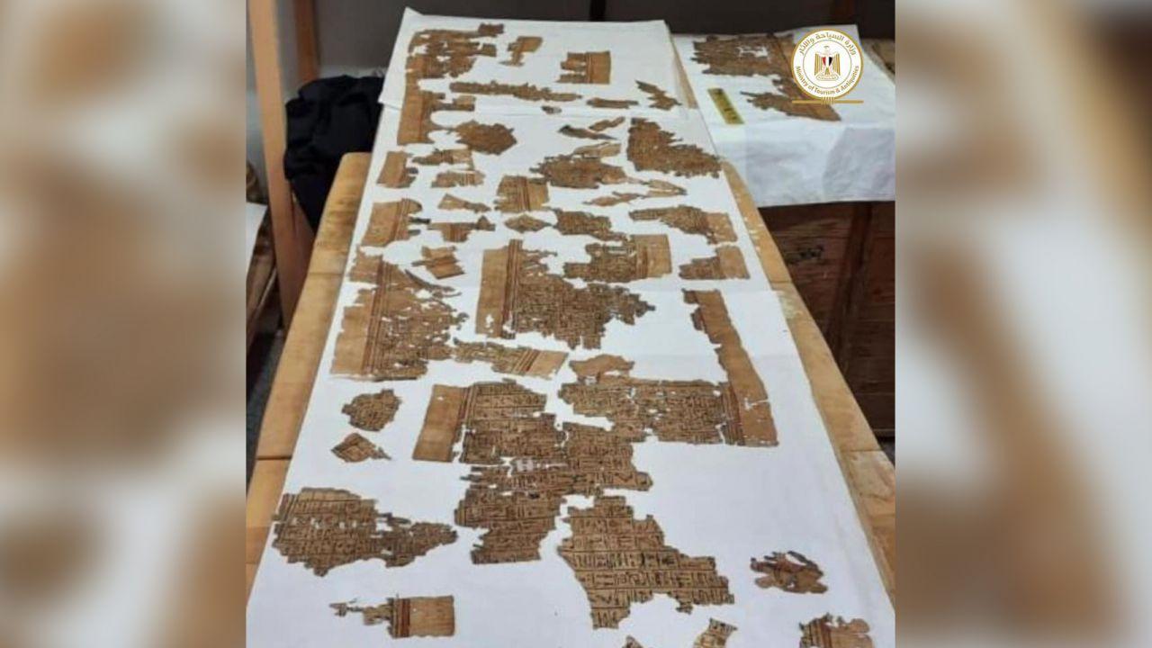 Un papiro lungo 4 metri del 'Libro dei morti' è stato scoperto in una tomba in Egitto