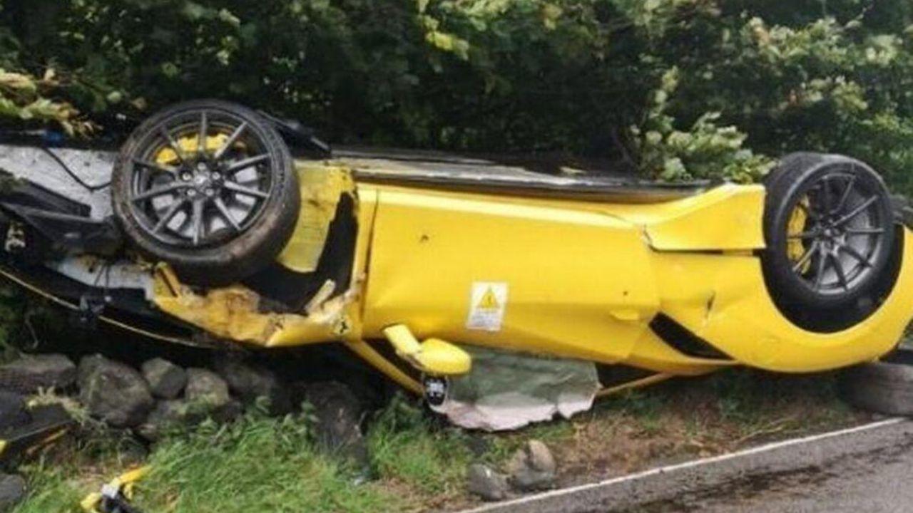 Una Ferrari 488 GTB è uscita completamente distrutta da un ribaltamento