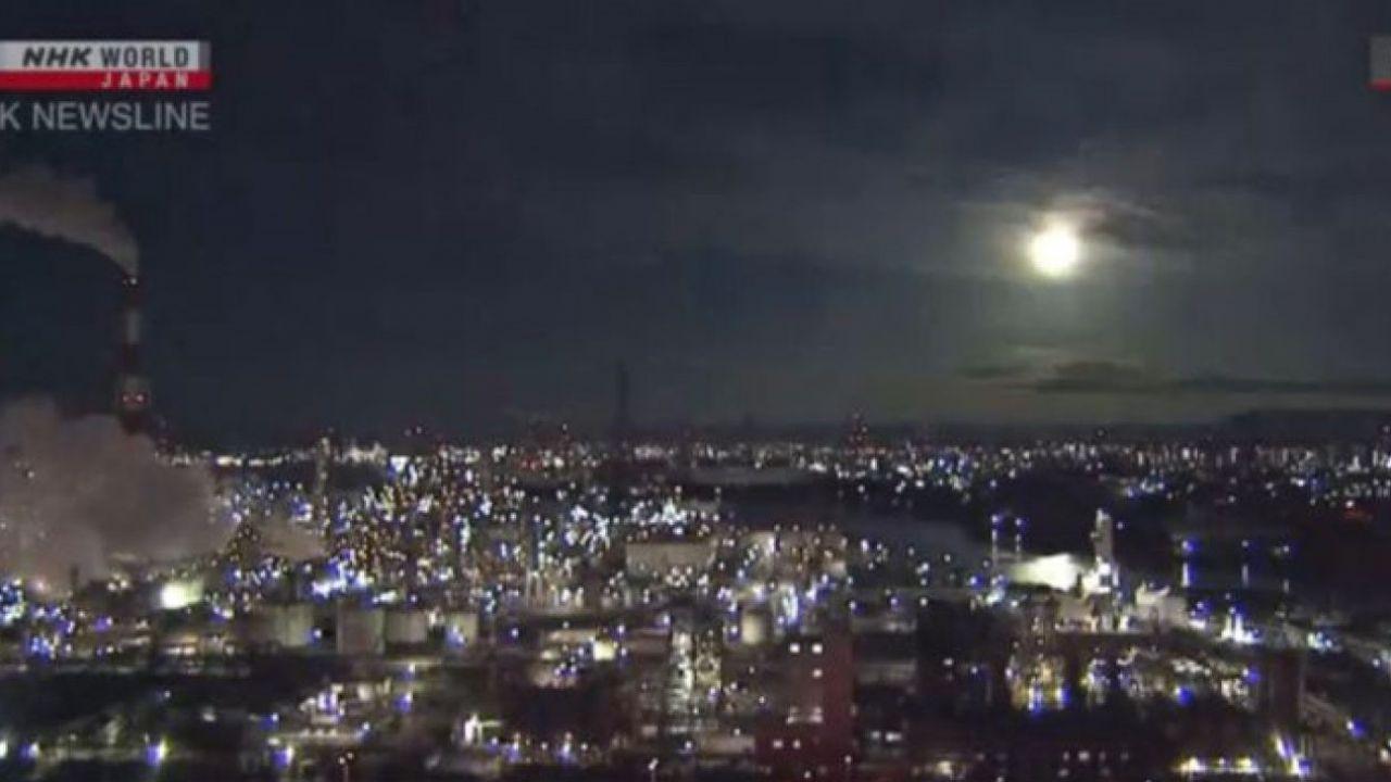 Una palla di fuoco illumina i cieli del Giappone, i fan di Dragon Ball: 'Sono i Saiyan!'