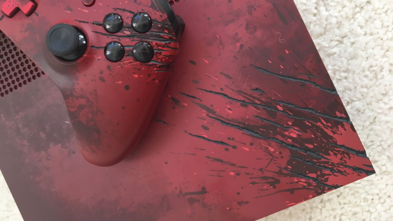 Unboxing della nuova Xbox One S personalizzata a tema Gears of War 4