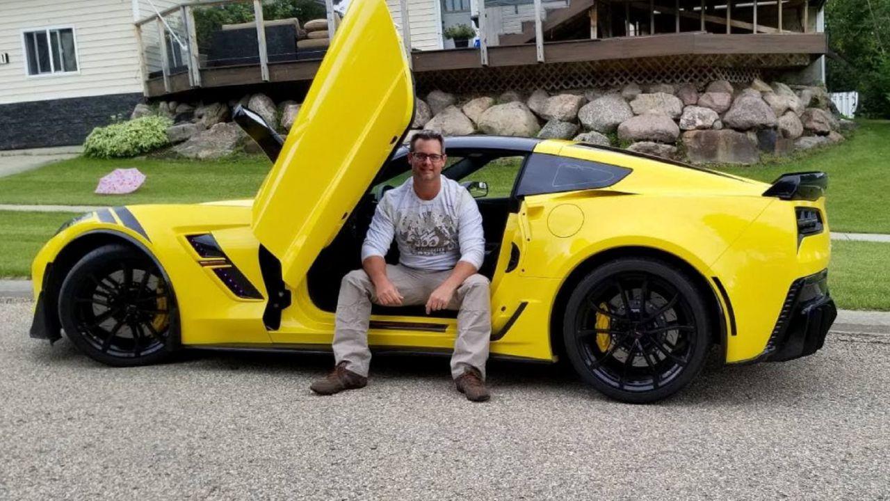 Uomo riacquisisce la vista e compra immediatamente una Corvette