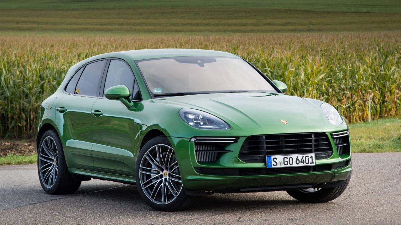 Vende il suo Porsche Macan per 67.000 euro ma viene truffato: la storia