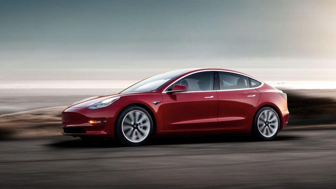 Vendono Tesla Model 3 in sconto ma Elon Musk blocca tutto: scoppia il caso Pinduoduo