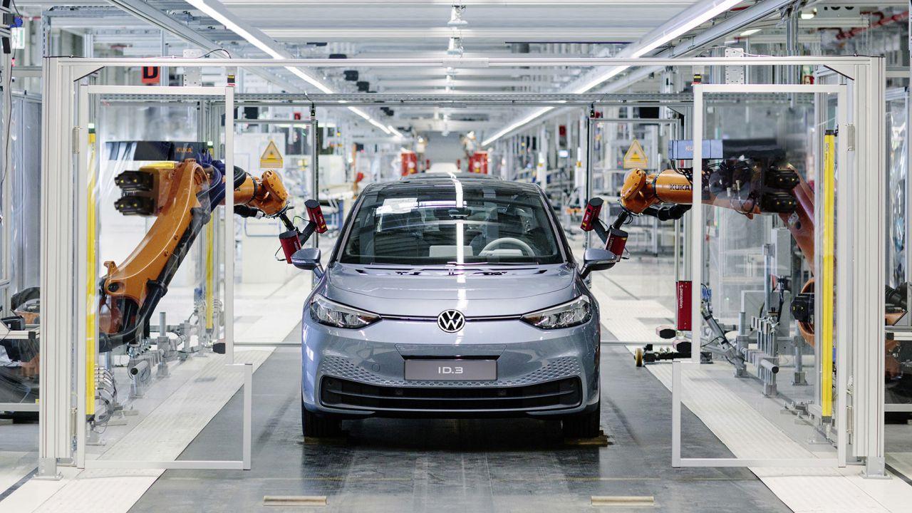 Volkswagen frena sulla benzina dopo 116 anni: a Zwickau solo auto elettriche