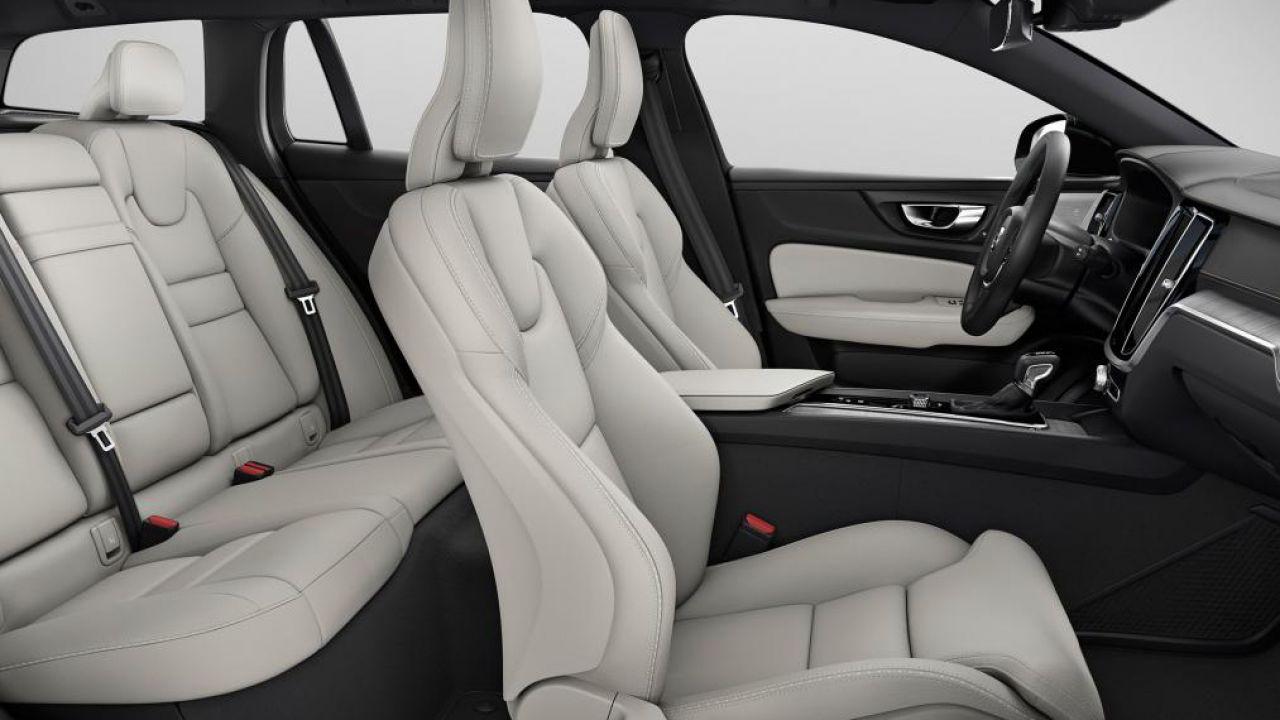 Volvo brevetta il volante che si sposta sulla plancia: a cosa serve?