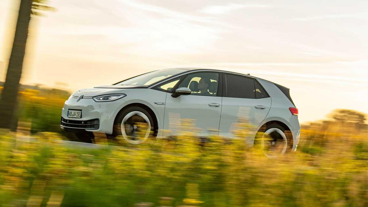 VW ID.3 e Polestar 2 premiate come migliori auto dell'anno