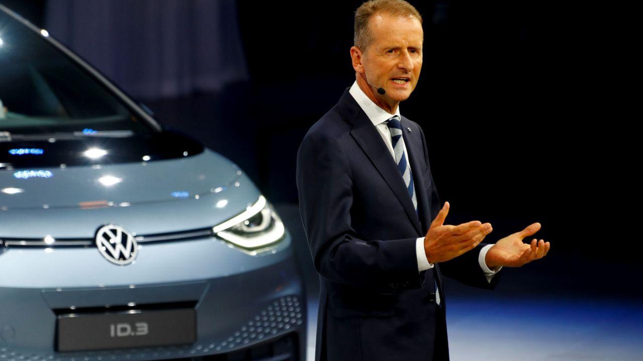 VW non ha paura della 'minaccia' Apple: parla Herbert Diess