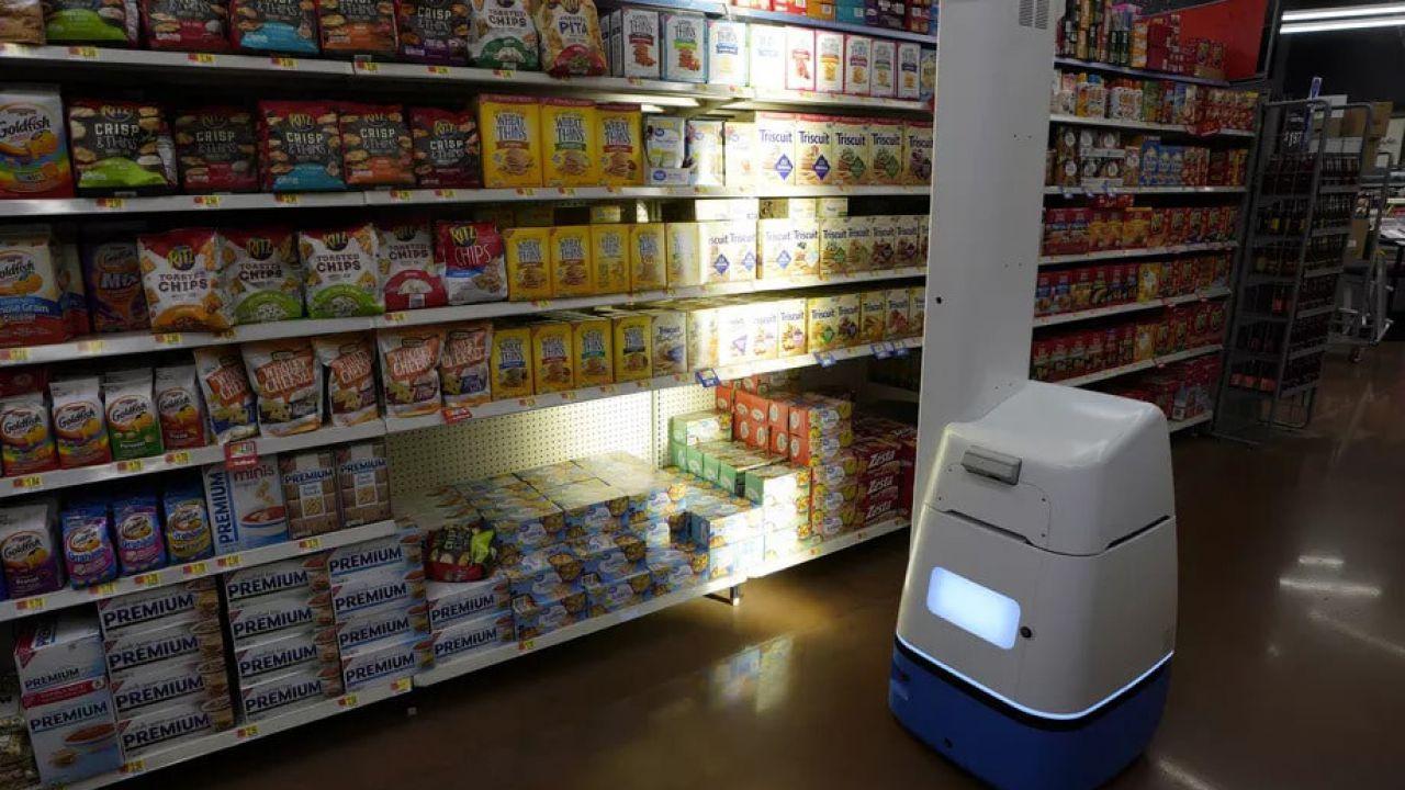 Walmart torna indietro: abbandona 500 robot e riassume dipendenti umani