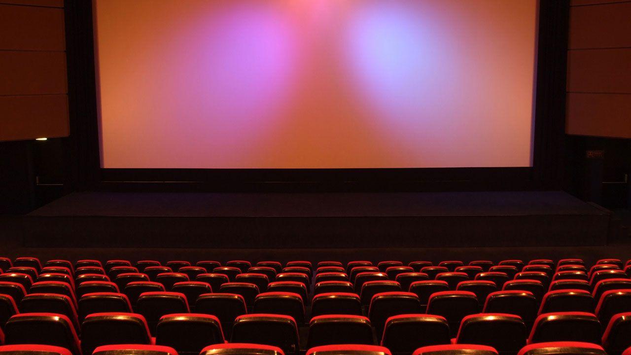 Warner Bros e Universal assicurano: 'Non compreremo i cinema in difficoltà'