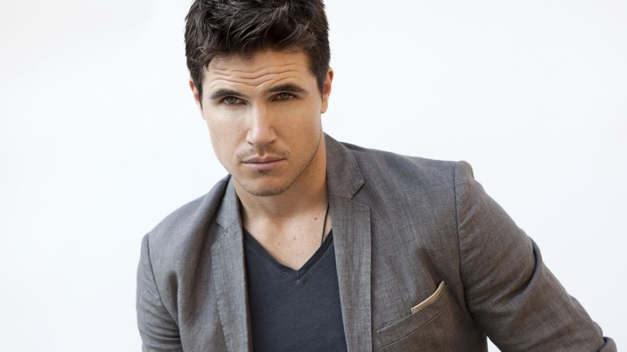 When We First Met: Robbie Amell entra nel cast della commedia