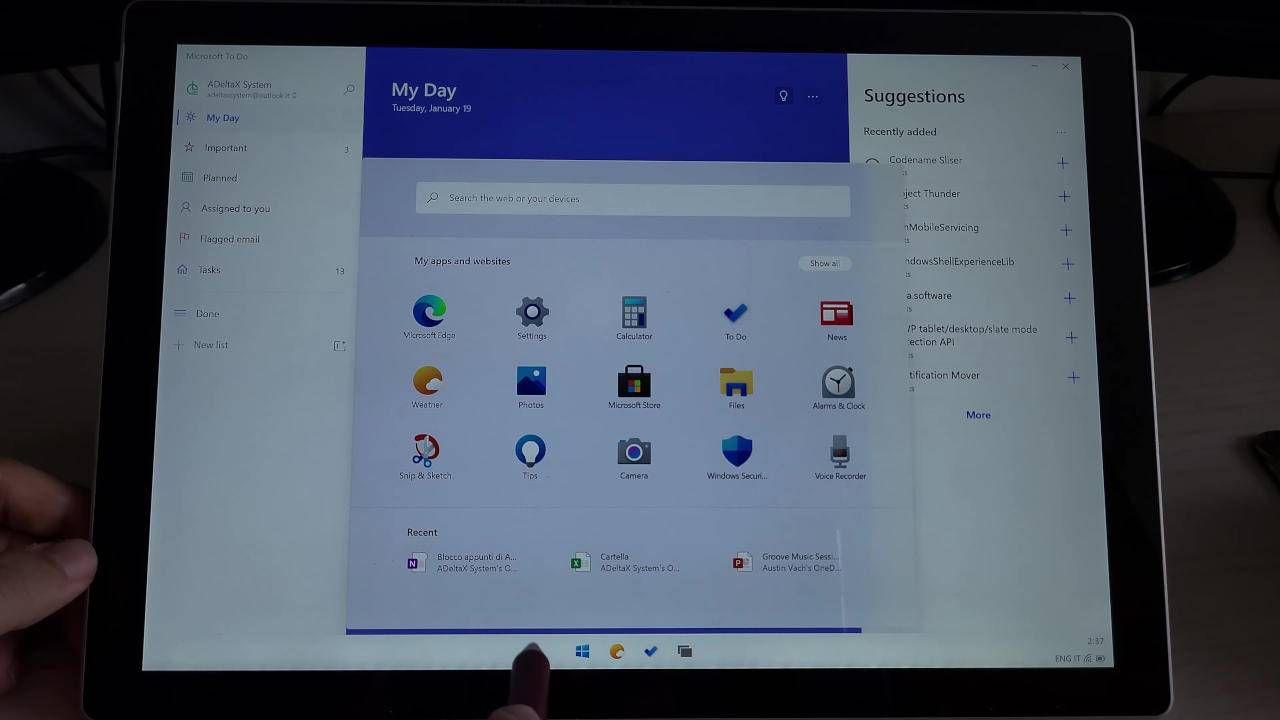 Windows 10X appare per la prima volta installato su un Surface Pro 7