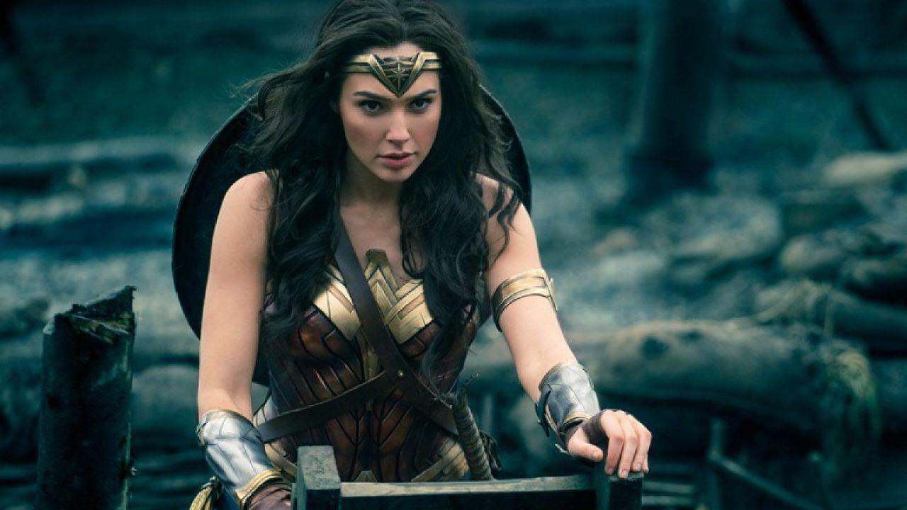 Wonder Woman 1984, Warner Bros. vuole ancora uscire a Natale: ci riuscirà?