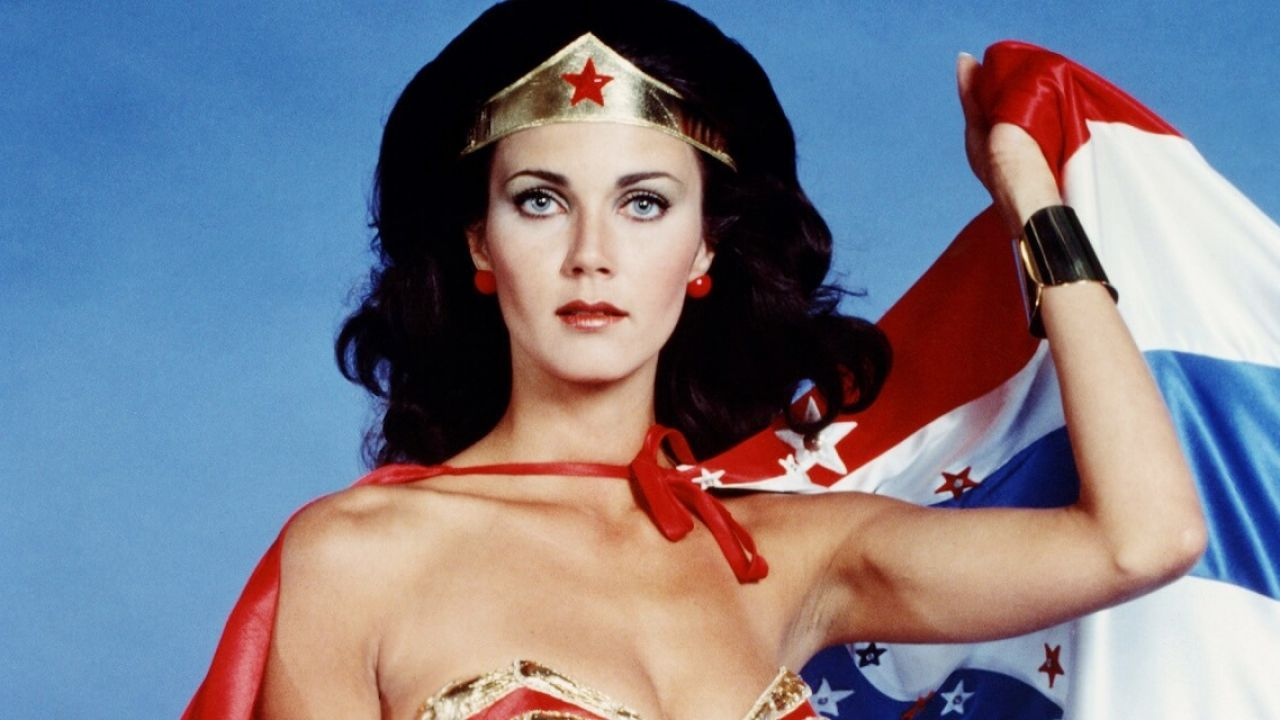 Wonder Woman, Lynda Carter si trasforma nell'iconica supereroina a sostegno di Joe Biden