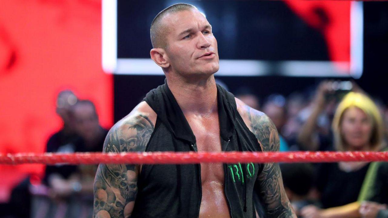 WWE: Randy Orton rivela le ferite subite e una nuova maschera