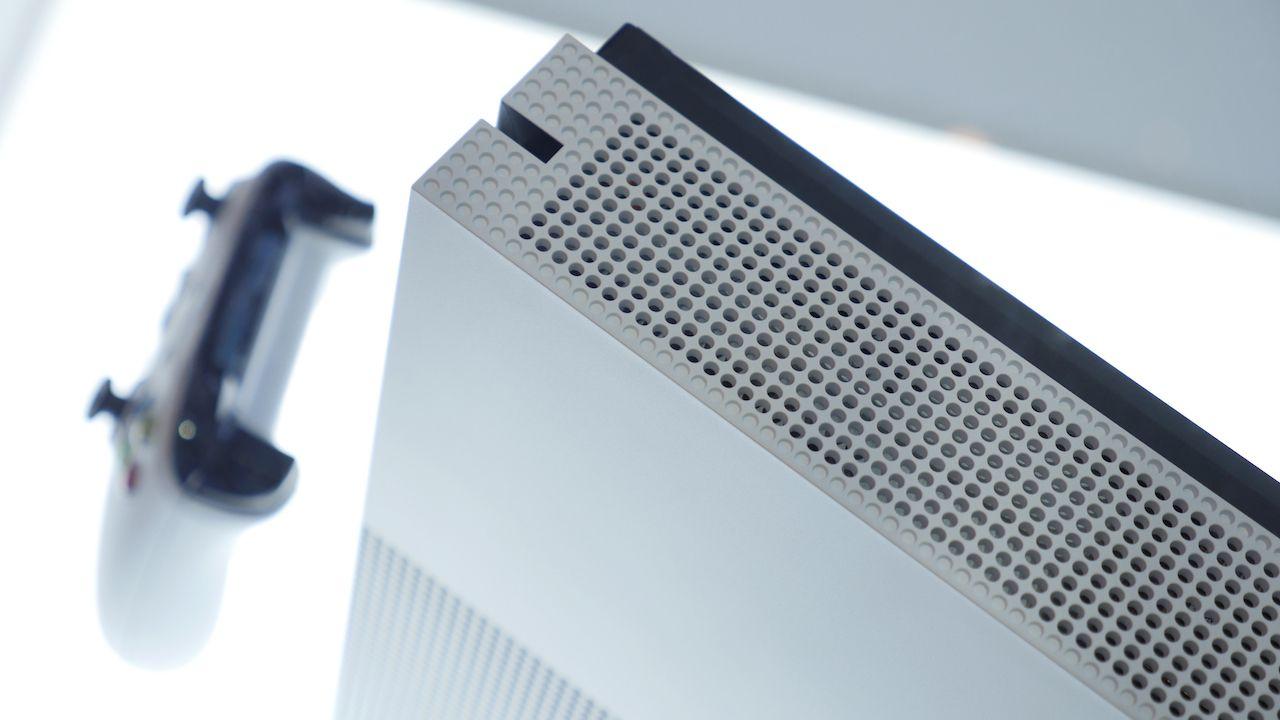 Xbox One S nasconde un messaggio stampato sul retro
